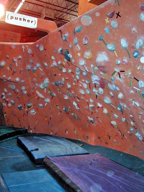 Úchyty na lezeckou stěnu